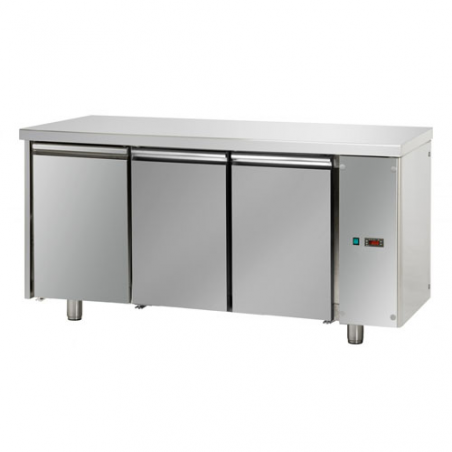 Refrigerated pastry counter with 3 doors predisposed for remote refrigerating units